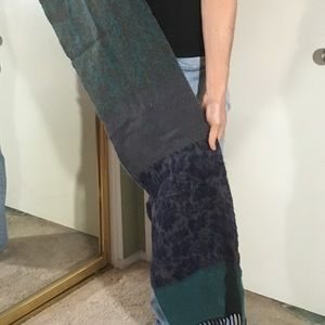 Cashmere scarf with lovely print